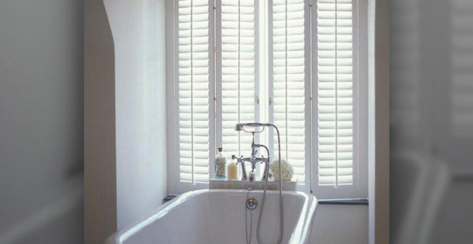 bathroom-wood-shutters